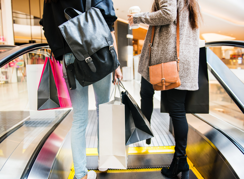 bags-escalator-fashion-1368690 (1)